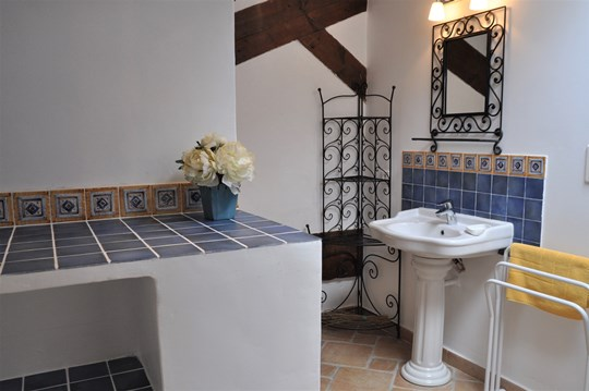 Mas des Oliviers at Moulin de la Roque, Saint-Remy, bath for second bedroom, shower with bench, toilet and the washing machine